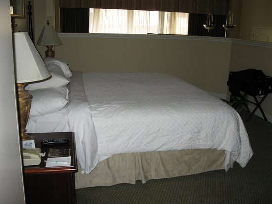 """Embassy Suites by Hilton Portland - Downtown: """"beedroom"""" room 112"""