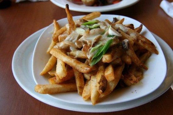 The Red Shoe Pub: Poutine