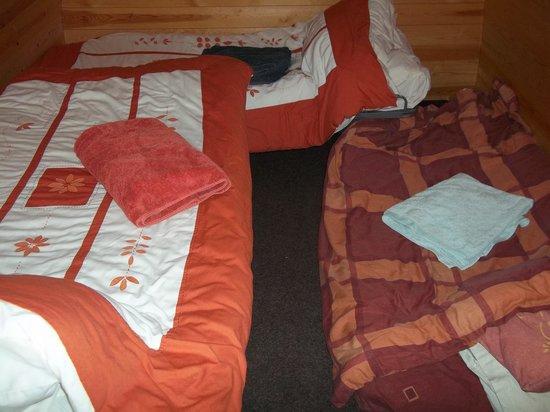 Bryn Dwr Pods and B&B: Three beds inside the pod