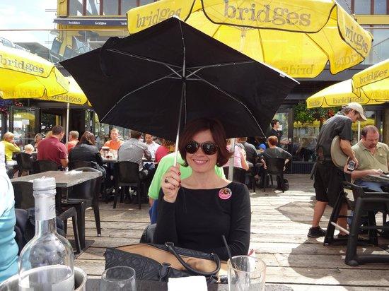 Bridges Restaurant: eating under the rain