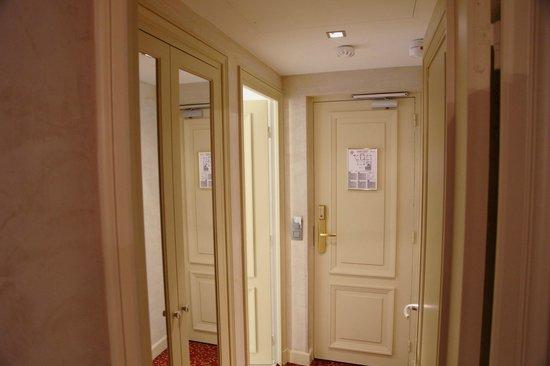 Hotel de l'Empereur : hallway