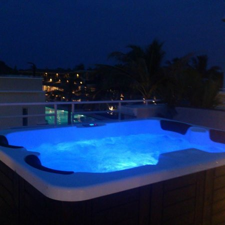 Oriental Beach Pearl Resort: Jacuzzi with Pool View from Roof top