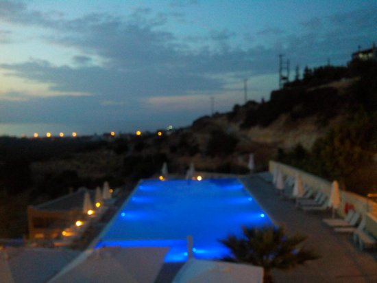 Rimondi Grand Resort & Spa: vue sur la piscine de nuit