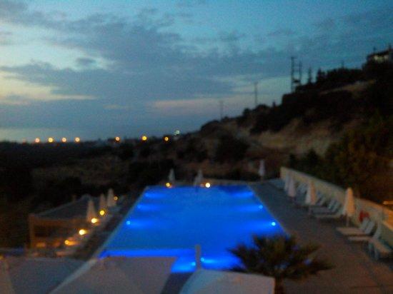 Rimondi Grand Resort & Spa: vue sur la piscine de nuit