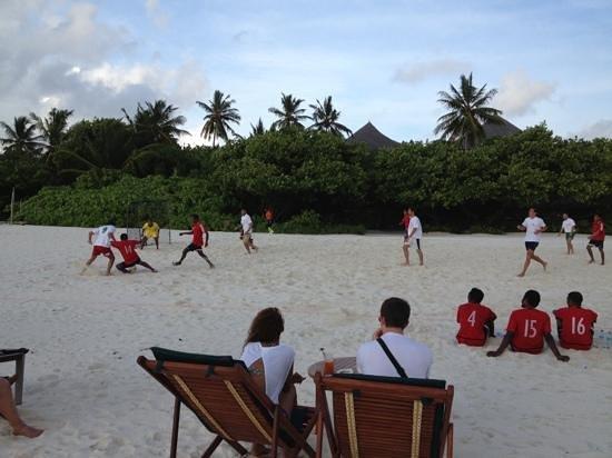 Coco Palm Dhuni Kolhu : charité football