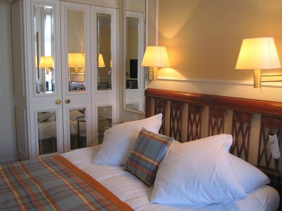 Hotel Schweizerhof Zurich : Very comfortable bed
