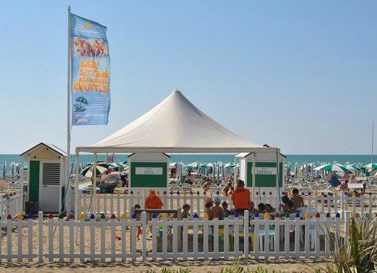 Caorle, Italy: Spiaggia di Ponente - area Baby Seatting