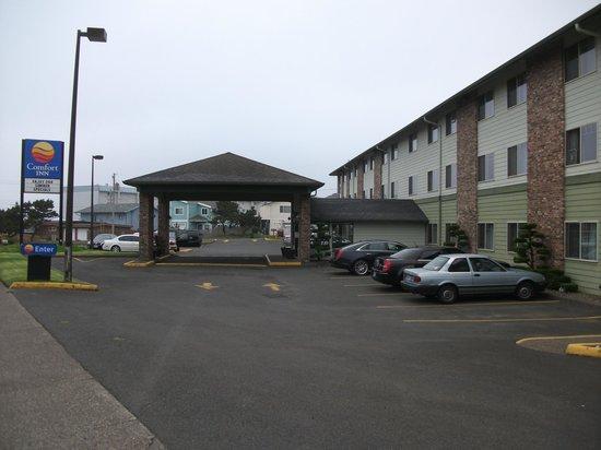Comfort Inn Newport: Front