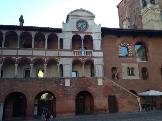 Ufficio Moderno Della Lombardia Pavia : Il piu antico della lombardia recensioni su palazzo broletto