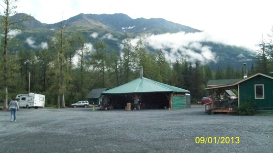 Portage Valley Cabins and RV Park: Communal firepit
