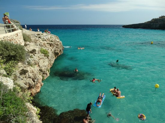 HSM Canarios Park: Crystal clear water to swim in