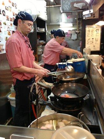 Nitori no Keyaki Susukino : Very efficient kitchen