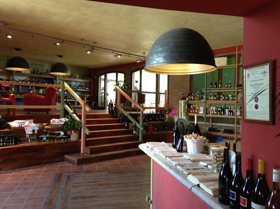 Buonamico Tenuta : stunning tasting room