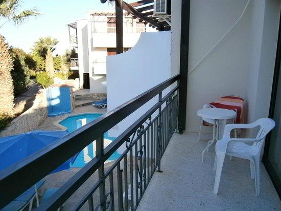 Crystallo Apartments : large balcony