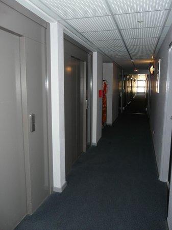 Lagrange City Aparthotel Strasbourg Wilson: Gang mit 2 Aufzügen
