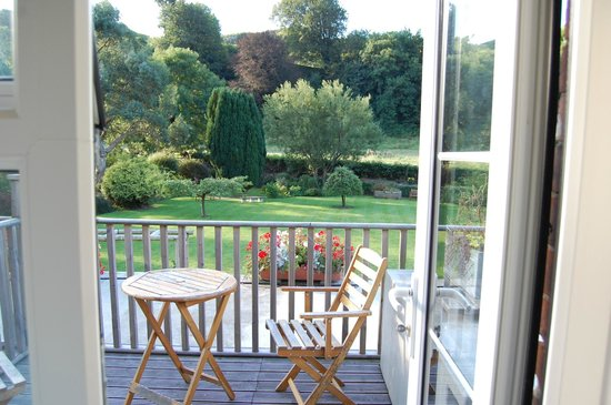 The Stag Hunters Hotel: View over the balcony to the garden