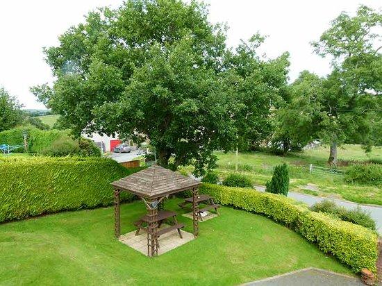 Llanfihangel-Yng-Ngwyfa, UK : outside seating area