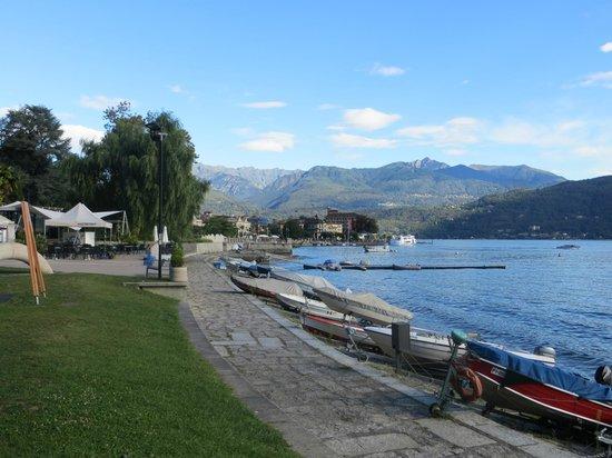 Hotel Beau Rivage : Shoreline Lake Maggiore