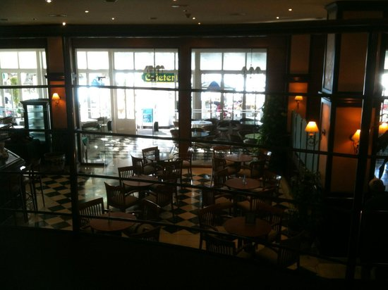 THB Felip: view of the bar area and terrace from the IT room gallery