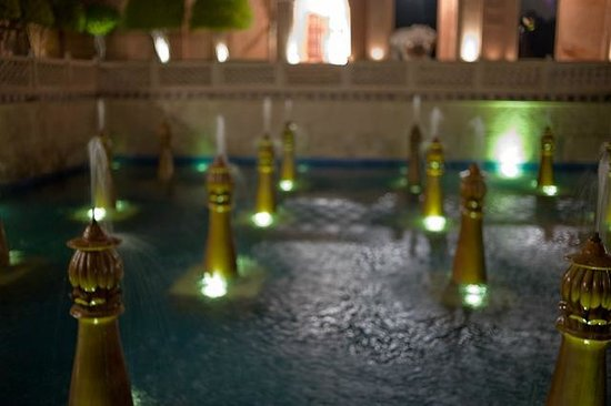 The Oberoi Amarvilas: fountain in courtyard