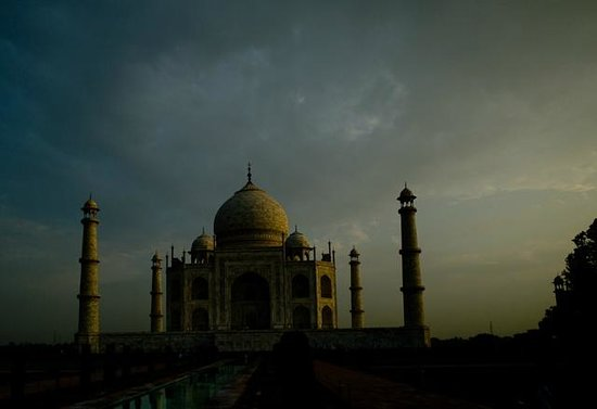 The Oberoi Amarvilas: dawn visit to the Taj..
