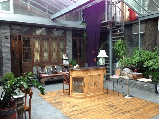 Kellys Courtyard: courtyard lobby