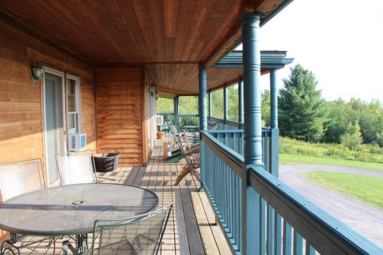 The Inn at Grist Iron: upper lodge balcony