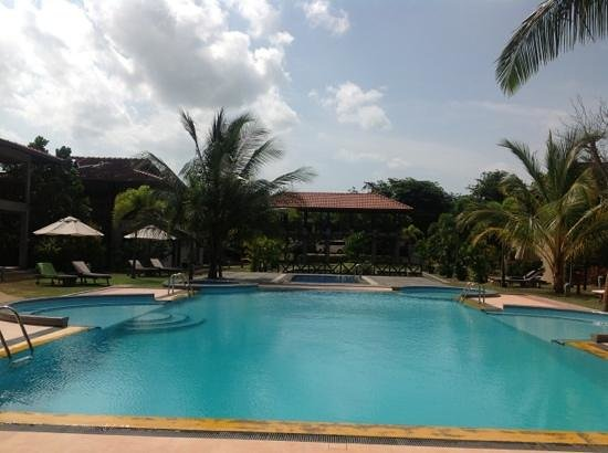 Portofino Resort Tangalle: swimming pool @ Ranna212 (image taken by me)