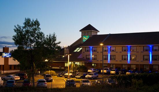 Quality Hotel Burlington Exterior