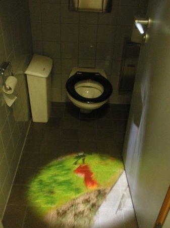 The woman toilette - Bild von Museum MMK für Moderne Kunst ...