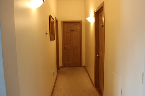 The Inn at Grist Iron: hallway to rooms.....ours was at the end
