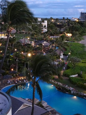 Sheraton Maui Resort & Spa: Overview of the pool area