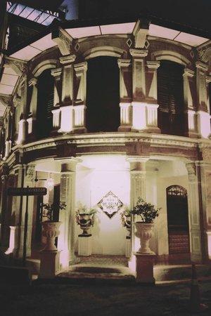 Museum Hotel: hotel facade at night