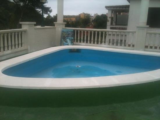 Montanamar Hotel : small pool with no water