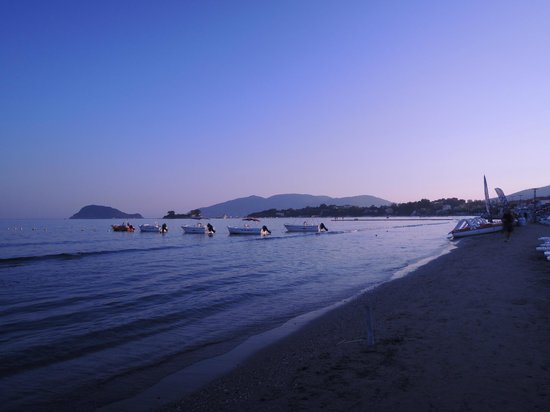Agrilia Hotel: Laganas Bay in the evening