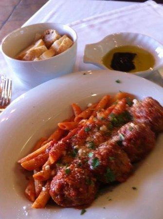 Mona Lisa Ristorante Italiano : lunch penne with side of meatballs and a side of bread