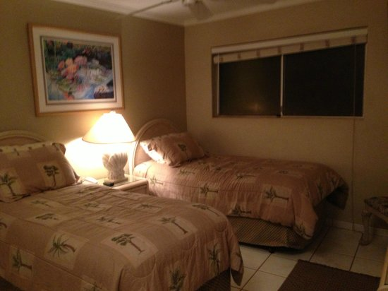 Menehune Shores Oceanfront Maui Condos: Second Bedroom