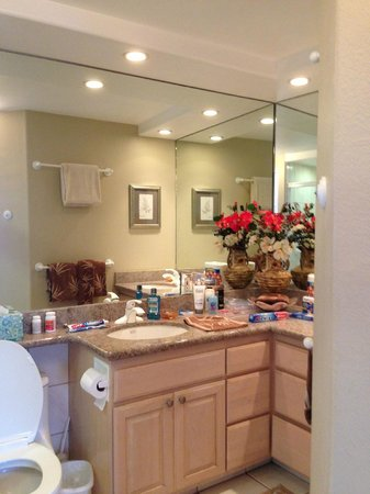Menehune Shores : Master bathroom