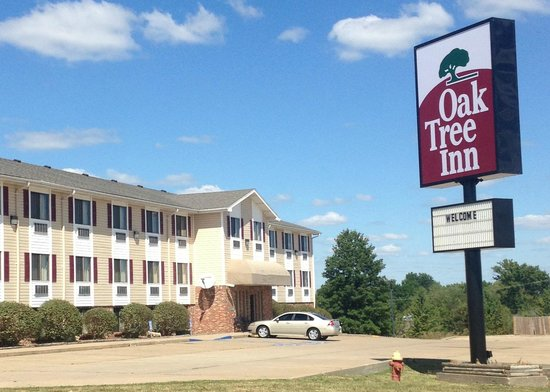 Oak Tree Inn : Exterior Front