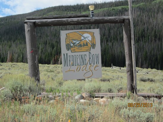 Medicine Bow Lodge: Entrance to Lodge