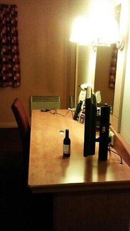 Days Inn Winchester M3: room