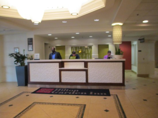 Hilton Garden Inn Boston/Waltham : Front desk