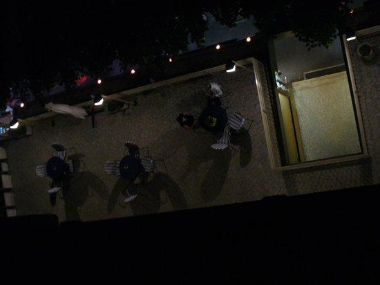 Hotel Gloria: vista della terrazza di sera