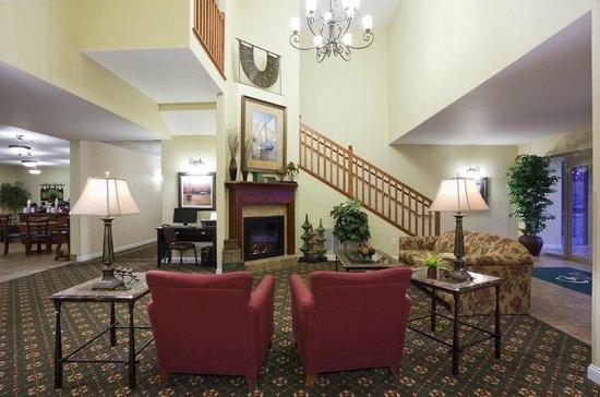 GrandStay Residential Suites Hotel - Sheboygan: Lobby