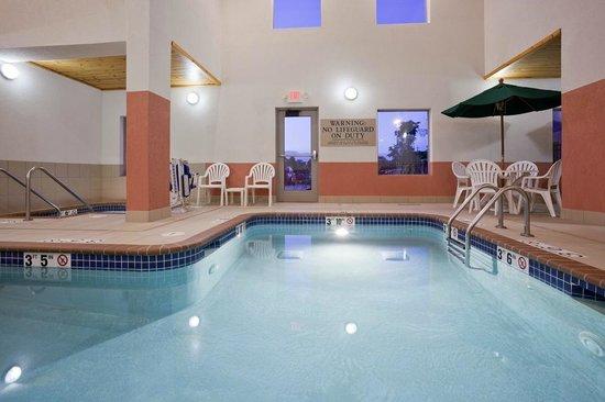 GrandStay Residential Suites Hotel - Sheboygan: Indoor Pool/Spa Area