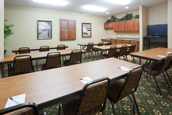 GrandStay Residential Suites Hotel - Sheboygan: Meeting Room