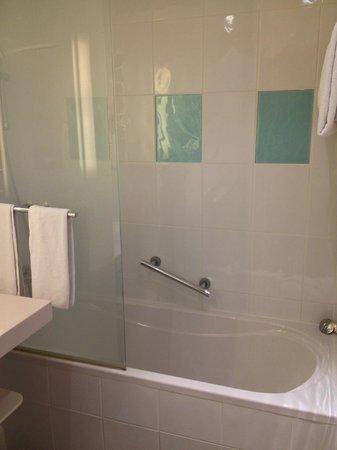Novotel Luxembourg Centre: bathroom