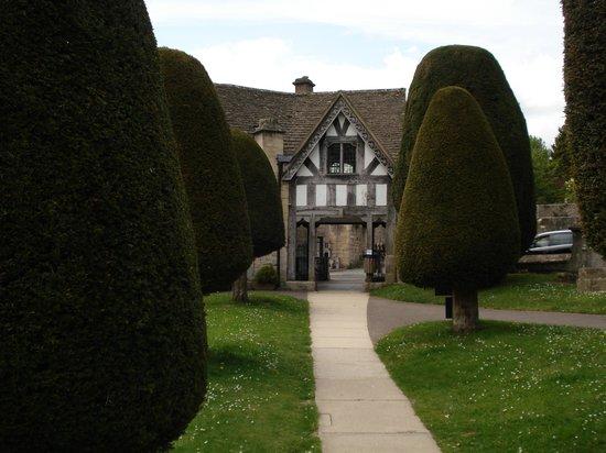 St Marys Painswick: courtyard