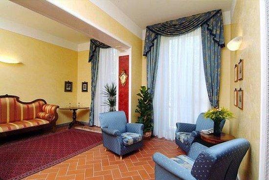 Hotel Caravaggio: Lobby View