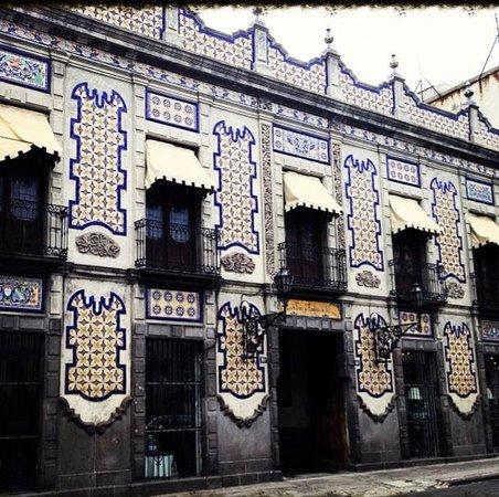Fachada de la f brica y tienda uriarte localizada en el for Fabricantes de ceramica en mexico
